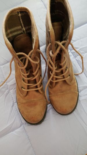 Girl boots size 6 for Sale in Portland, TX