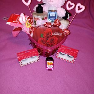 Valentines day gift Basket💞 for Sale in Fort Worth, TX