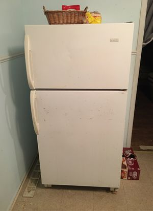 Magic chef refrigerator for Sale in Midwest City, OK