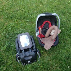 BabyTrend Car Seat Set - Carrier, Base, etc for Sale in Hartville, OH