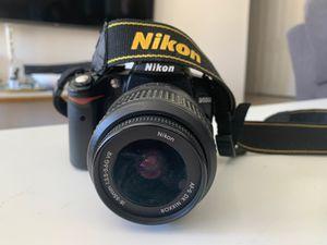 NIKON D5000 (Broken) for Sale in Elk Grove, CA