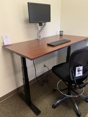 Cherry sit stand office desk for Sale in Portland, OR