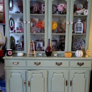 Beautiful Traditional Cabinet for Sale in Queens, NY