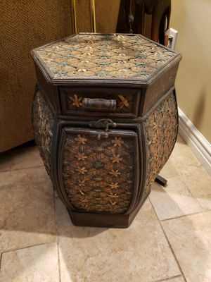 End table for Sale in West Covina, CA