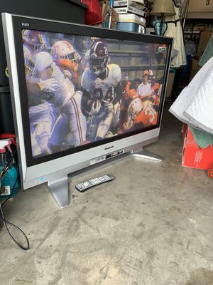 Panasonic Viera TH42 PX60U Plasma TV with Stand and Remote for Sale in Redondo Beach, CA