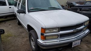 99 chevy suburban PARTS ONLY for Sale in Manteca, CA