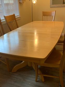 Dining Table With 6 Chair for Sale in Lynnwood,  WA