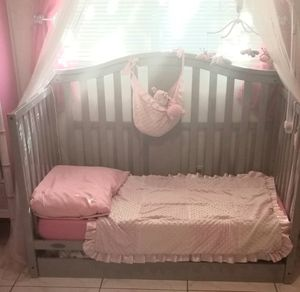 Crib/daybed with changing table for Sale in Pompano Beach, FL