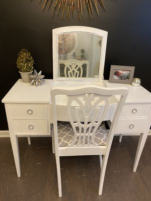 Antique vanity/writing desk for Sale in Fuquay-Varina, NC