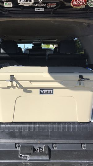 YETI TUNDRA 65QT TAN USED for Sale in Los Angeles, CA