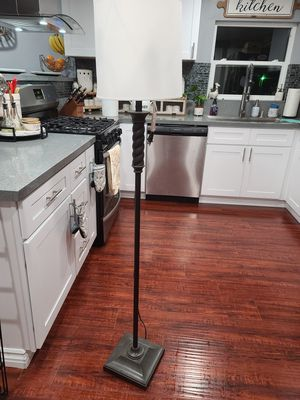 Floor Lamp for Sale in Rancho Cucamonga, CA