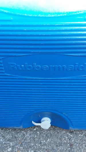 🏖 Rubbermaid Ice Chest🏝 for Sale in Ontario, CA