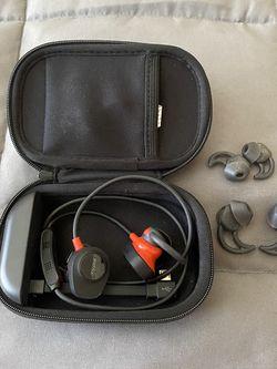 Bose Soundsport Pulse Headphones w/ Wireless Charging Case for Sale in Aurora,  CO