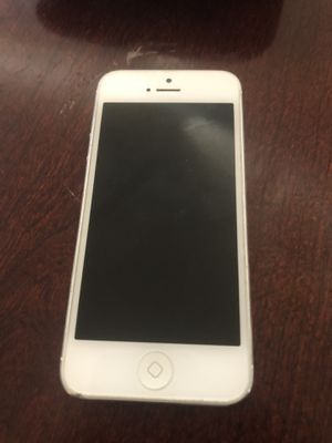 iPhone 5 16gb for Sale in Glenarden, MD