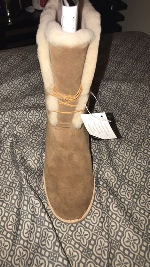 Uggs women heel boots brand new size 8 for Sale in New York, NY