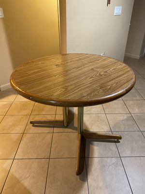 Round Table Brown Wooden - Good Condition for Sale in Dearborn Heights, MI