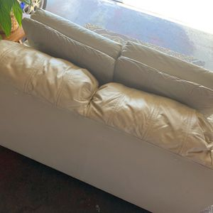 2 Seat Leather Loveseat for Sale in San Diego, CA