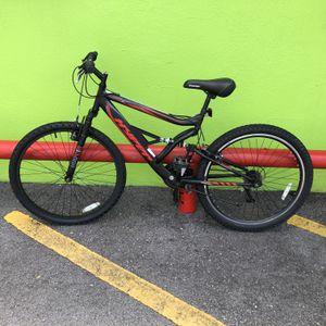 """Hyper Shocker 26 Man's 26"""" 18 - Speed Mountain Bike 89621-11 for Sale in Tampa, FL"""