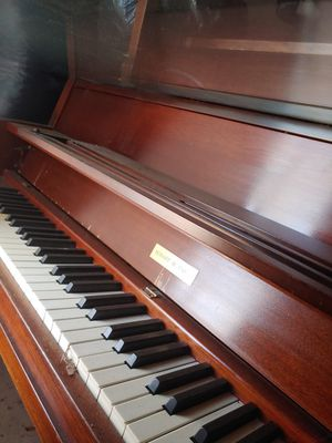 Upright Mahoney piano for Sale in Ridgeland, MS