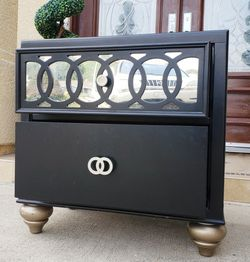 EXCELLENT CONDITION One (1) Black Mirror Mirrored Design Nightstand Night Stand Bedside End Table w/2 USB Port + 2 Drawers Drawer for Sale in Monterey Park,  CA