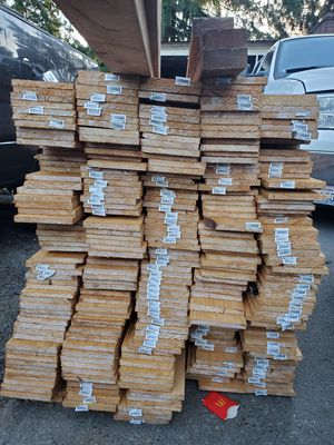 Gold pickes 1x6x6 300 pikes for Sale in Everett, WA