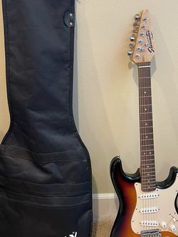 Fender Starcaster Electric Guitar w/Case for Sale in Seattle,  WA