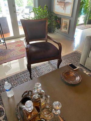 Antique. Chair for Sale in Miami, FL