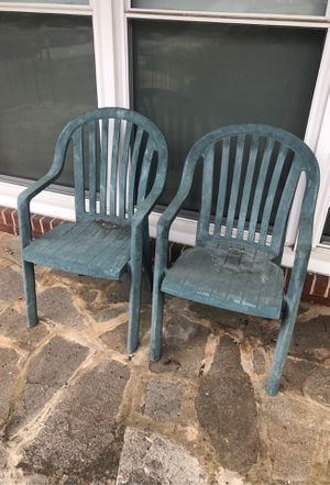 FREE plastic patio chairs pair for Sale in Pikesville, MD