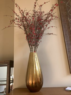 2 vases with dried flowers for Sale in Bloomington, IL