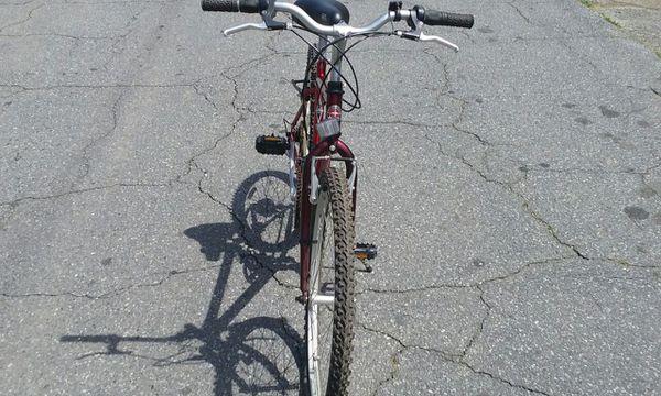 """Schwinn Frontier men's 26"""" red bike - good condition!"""