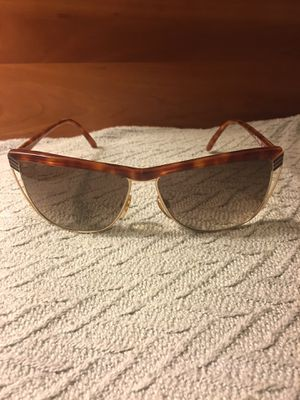 Authentic Vintage Gucci sunglasses GG 2300 06L for Sale in Seattle, WA