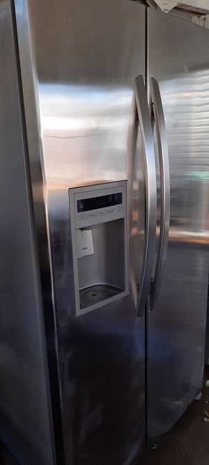 Fully functioning LG refrigerator for Sale in Wichita, KS