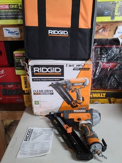 RIDGID 15-Gauge 2-1/2 in. Angled Finish Nailer with CLEAN DRIVE Technology, Tool Bag, and Sample Nails for Sale in Fontana, CA
