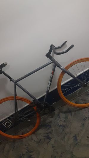 Vilano fixed gear single speed road bike for Sale in Washington, DC