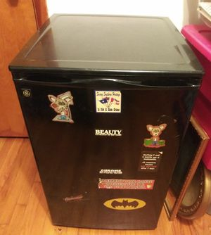 GE Mini Fridge 4.5 cu. ft. w/ Freezer for Sale in Pulaski, TN