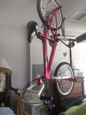 """24"""" Girls bmx style racing bike for Sale in Clermont, FL"""