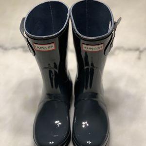 🔥 Women's Hunter Rain Boots Glossy Blue Size 5 for Sale in Porterdale, GA