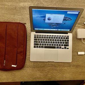 """2015 APPLE MACBOOK AIR 13"""" , SSD 128GB 8G RAM 1.7GHz intel i5 Dual-Core COMES WITH ACCESSORIES for Sale in Decatur, GA"""
