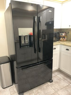 Whirlpool Kitchen appliances- fridge, oven, dishwasher, and microwave set for Sale in Pompano Beach, FL