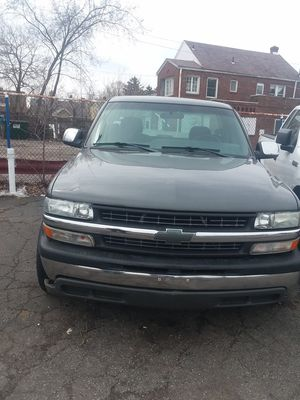 2002 Chevy Silverado Gray 118000 MI for Sale in Cleveland, OH
