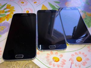 Selling 3 phones galaxy s6 don't turn on. Bad lcd for Sale in Corona, CA