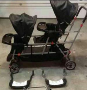 Triple stroller almost new for Sale in Columbus, OH