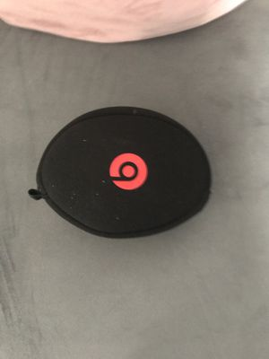 Beats solo 3 with charger and case for Sale in Columbus, OH