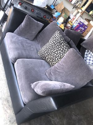 nice couch for Sale in Elk Grove, CA