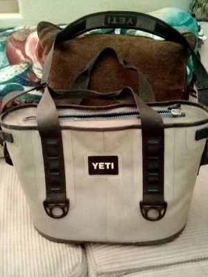 YETI ... ICE CHEST for Sale in Lake Elsinore, CA