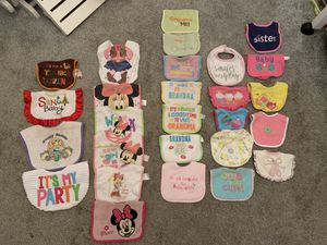 Baby food Bibs (28) for Sale in Orlando, FL