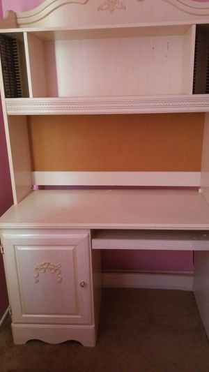 Girls White Computer Desk and Drawers. for Sale in Rancho Cucamonga, CA