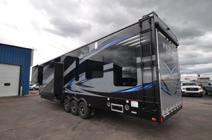 2015 KEYSTONE FUZION 422 TOY HAULER for Sale in Selinsgrove, PA