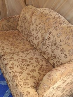 Couch w/pull out bed for Sale in Escondido,  CA