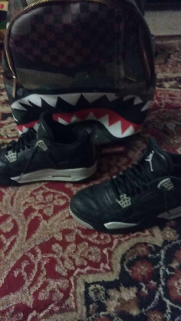 Jordan 4's Oreo 2015 size 9.5 but could fit a 10